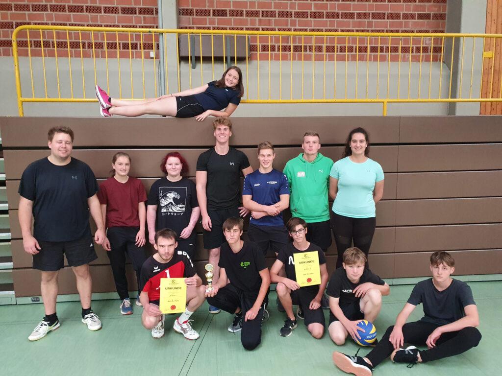 Foto der Mannschaften aus Miehlen bei der Landesvolleyballmeisterschaft 2021